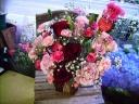 赤バラとユリのアレンジメント