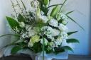 野の花屋 白いお供えアレンジメント