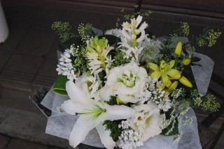 野の花屋 洋花お供えアレンジメント