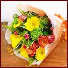 ビタミンカラーのブーケスタイル花束