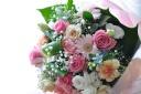 パステルカラーのコンパクトな花束