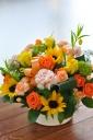 「母の日」-イエローオレンジ色のビタミンカラー-