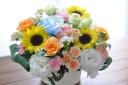「ヒマワリ」と季節のお花のアレンジメント