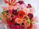 赤ピンク系の華やかなアレンジメント