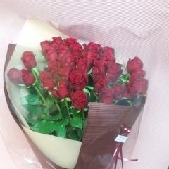 赤バラだけのブーケ