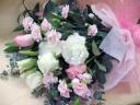 パウダーピンクのロマンチック花束