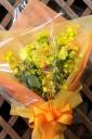 黄色系で豪華な花束