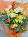 ボリュームたっぷり華やかな花束