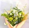 ユリと菊と蘭のお悔み花束