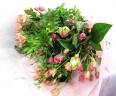 【恋人たち】 バラたくさんの花束