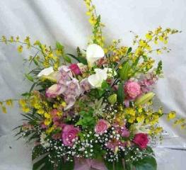 【ブリスク】蘭とバラの豪華なアレンジメント