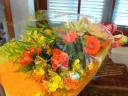 ビタミンカラーの元気いっぱい花束