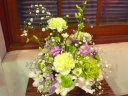洋花お供えアレンジメント・白グリーン淡いパープル