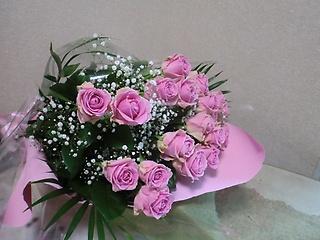 先生お任せ・ピンクバラの花束です。
