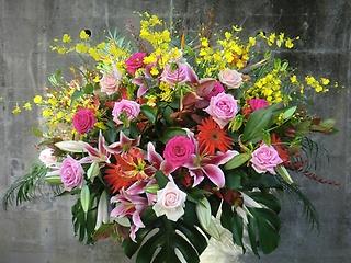 当店一押し・お祝い1段スタンド花・とても豪華です。