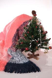ミニクリスマスツリーとスカーフのセットです。