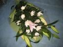 白菊とユリの花束