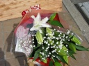 お母さんへ贈るゆりとかすみ草の花束