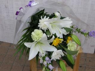 ゆりと菊のお供え花束