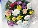 菊たっぷりのお供え花束