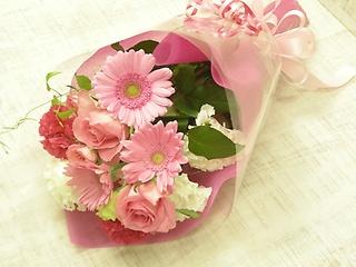 ラブリーピンクのバラ入りブーケ