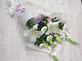御供 ゆりと菊の花束?白にピンクや紫色入り?