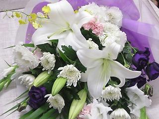 御供 ゆりと菊の花束?白ピンク紫黄色など?