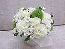 洋花のバラ入りお供えアレンジメント~白とグリーン~