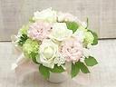 白いバラと桃色ピンクのアレンジメント