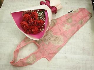 母の日の花束 赤いカーネーション~バックを添えて?