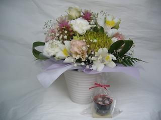 甘味の好きだったあの方へ~お汁粉キャンドルとお花~