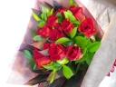 情熱の真っ赤なバラの花束