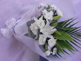 清楚なユリを入れて「ホワイト・エナジー」 花束
