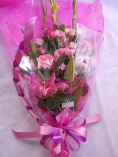 ユリとバラがゴージャスな「エンジェル・ハート」花束