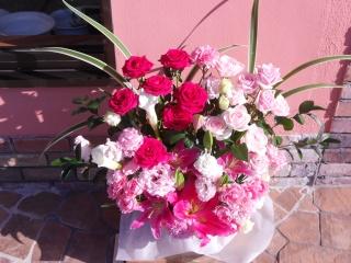 御祝や記念日に、華やかなアレンジ「バラ色の森」