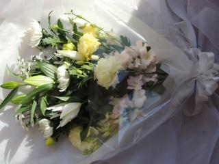 清楚な白の「ホワイト系花束」