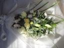 ユリと淡い色のお花を入れて「リリー・ホワイト」花束