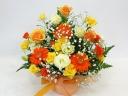 オレンジのバラとガーベラの元気あふれるアレンジ