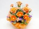 オレンジガーベラとバラのアレンジメント