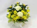 黄菊のお供えアレンジメント