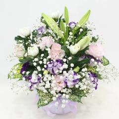 ピンク・紫のトルコキキョウと菊のお供えアレンジ