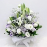 ユリとトルコキキョウの清涼な感じのお供え花