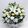 供花 白ユリと黄色ピンポン菊のお供えアレンジメント