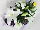 ユリと色菊のお供え花束