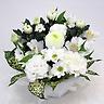 ホワイト系の菊と洋花のお供えアレンジメント