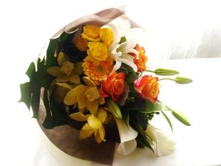 華やかさとエレガントを兼ね備えた花束