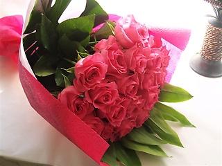 特別な日の為に花言葉は心からの愛!ピンクローズ21