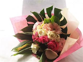 誰からも愛されるピンク系花束