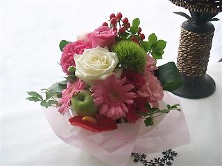 誕生祝や結婚記念日などに女性に人気のアレンジメント