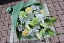 白いユリの花束